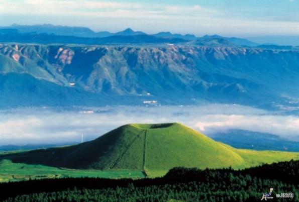 Mt. Aso (Image: ©Kumamoto Prefecture/© JNTO