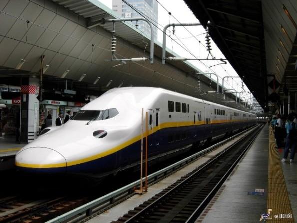 Double-deck Shinkansen
