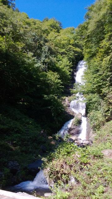 Karasawa Waterfall at the foot of the Jizo Pass