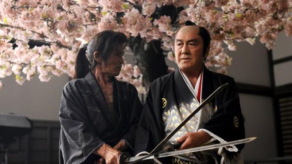 Kamiyama (Seizo Fukumoto) and Onoe Seijuro (Hiroki Matsukata) facing off in Edo Zakura
