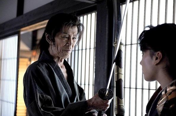 Iga Satsuki (Chihiro Yamamoto) given instruction on set by Kamiyama (Seizo Fukumoto) for her big break