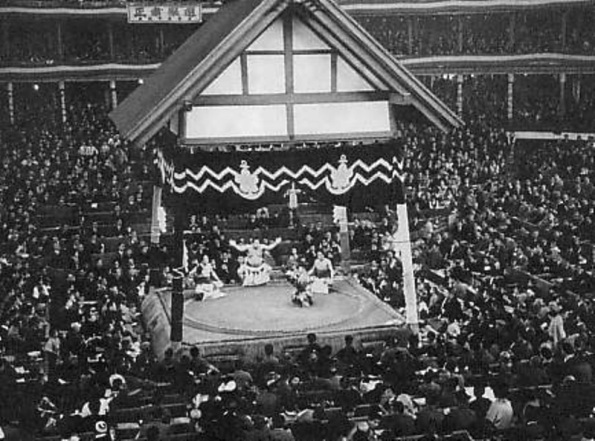 The Dohyo (fighting area) at the former Ryogoku Kokugikan in 1936